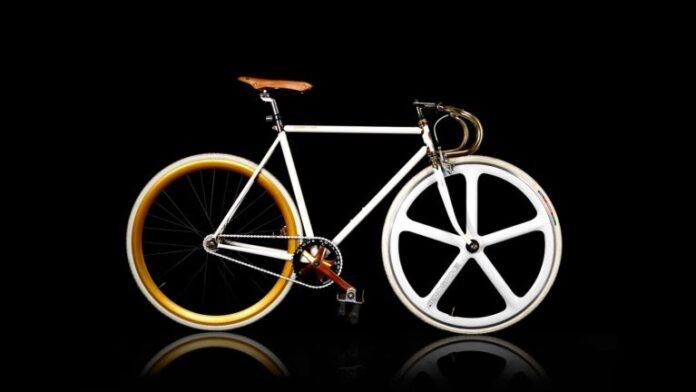 Passeggiando con biciclette inimitabili, eccellenze italiane