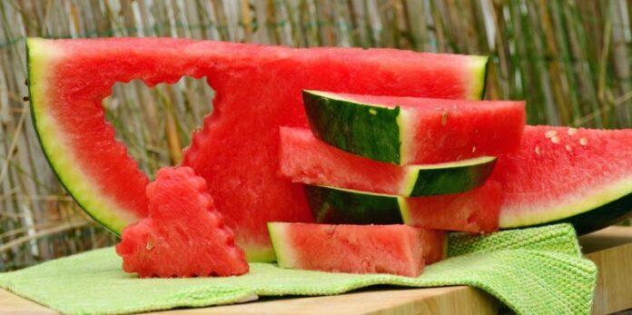"""Smile of Watermelon, a Bari il """"cocomeraio"""" con le angurie del sorriso"""