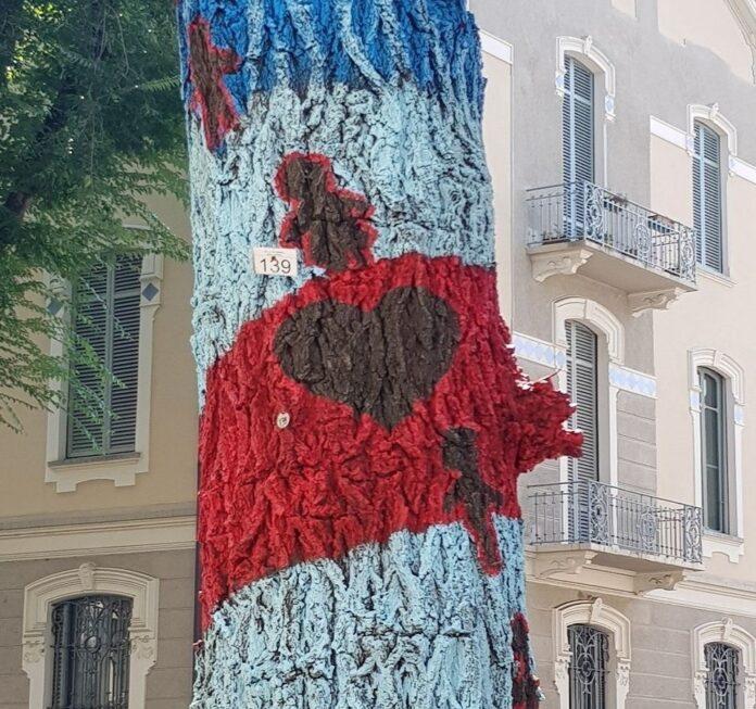 Installazione alberi colorati di Osvaldo