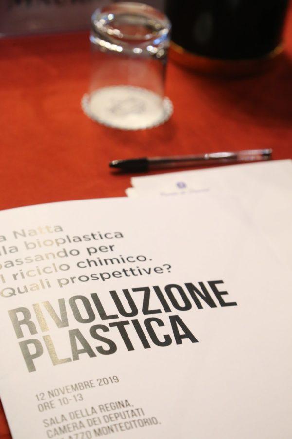 Rivoluzione Plastica, innovazione, incentivi, educazione ambientale