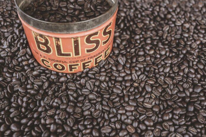 10 modi per riutilizzare le lattine del caffè con fantasia