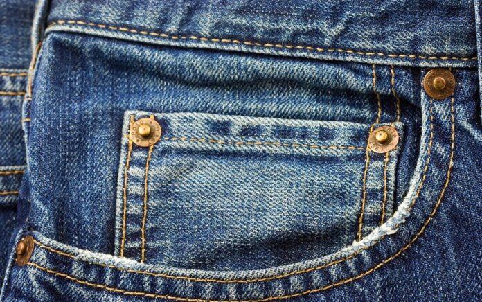 Economia circolare e vecchi jeans: ecco Re-Think your jeans