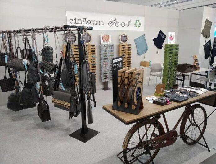 Cingomma, dai vecchi copertoni di bicicletta ad accessori di abbigliamento