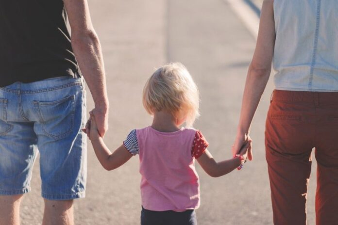 Genitori che lavorano e famiglie in difficoltà: quale tipo di sostegno?