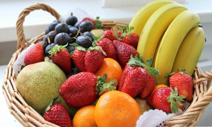 Come allontanare dalla frutta insetti e moscerini: 10 rimedi naturali