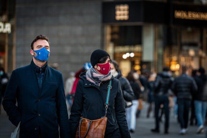 Nuovo Dpcm: obbligo di mascherine all'aperto e controlli serrati