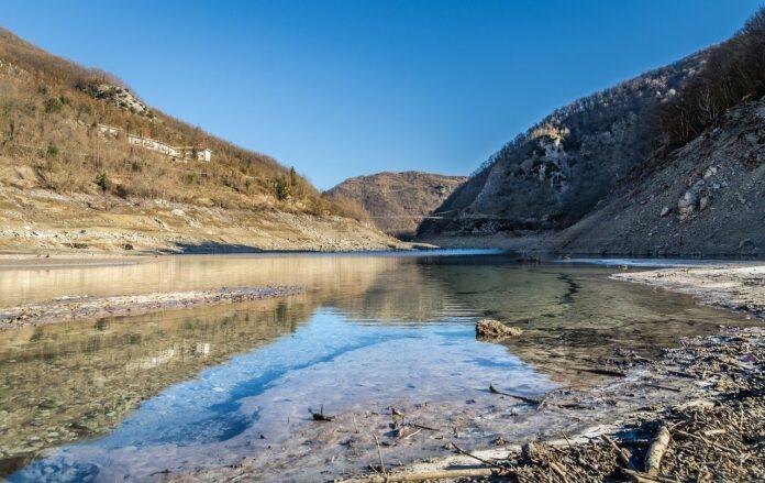 Un borgo che non muore: Fabbriche di Careggine e il lago di Vagli