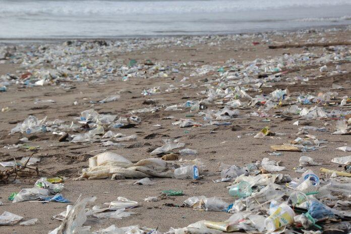 Raccolte 4 tonnellate di rifiuti dalle spiagge italiane, Sardegna la più colpita