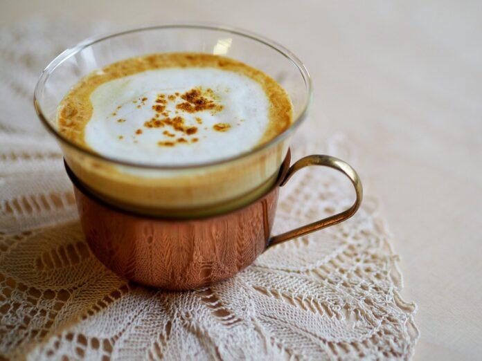 Golden milk, l'oro da bere ricco di benefici per la nostra salute