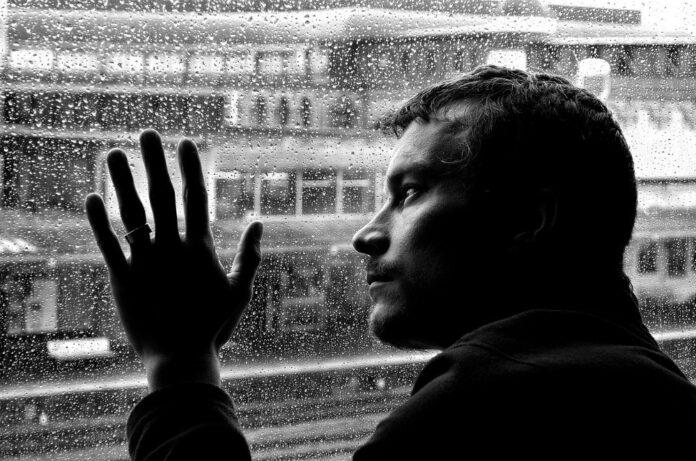 Il business della solitudine e la pandemia da Covid 19: guadagnare sull'isolamento sociale