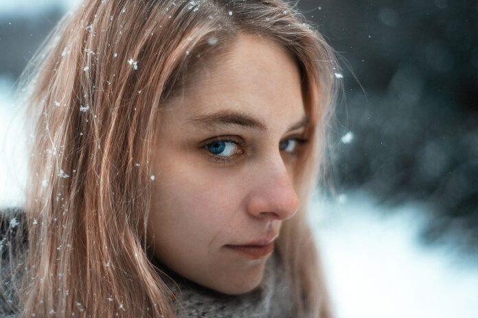 Come curare la pelle del viso in inverno, ecco alcuni accorgimenti