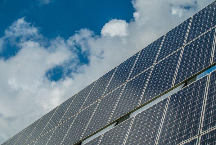Impianti solari, ENEA brevetta un rivestimento che ne migliora l'efficienza