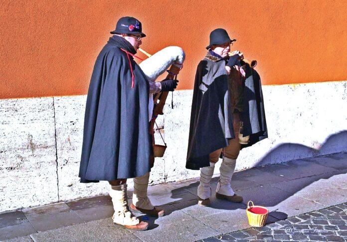 Zampognari, musicisti del Natale simbolo della transumanza
