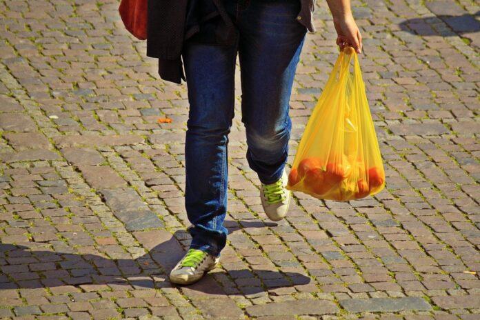 Salva un sacchetto, salva l'ambiente, il CONAI contro gli sprechi