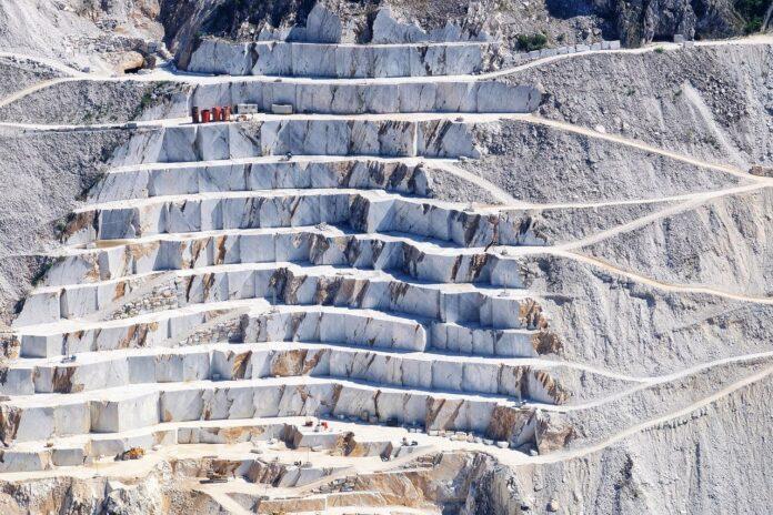 Cave 2021, il report di Legambiente: rilanciare il settore delle costruzioni