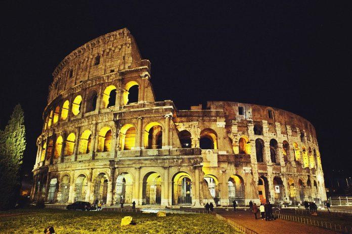 La Luna sul Colosseo, riparte il ciclo di visite guidate